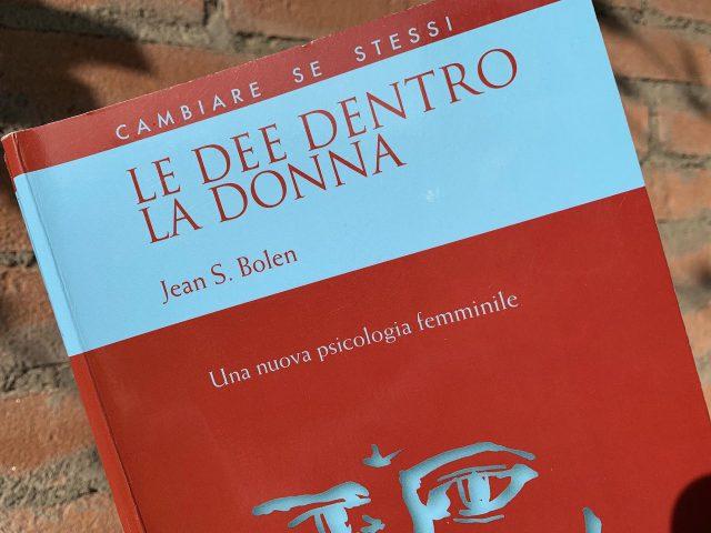 """""""Le dee dentro la donna"""" di Jean S. Bolen"""