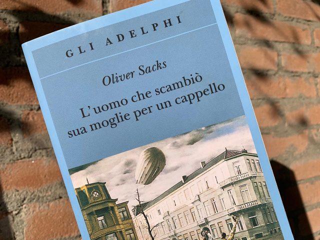 """""""L'uomo che scambiò sua moglie per un cappello"""" di Oliver Sacks"""