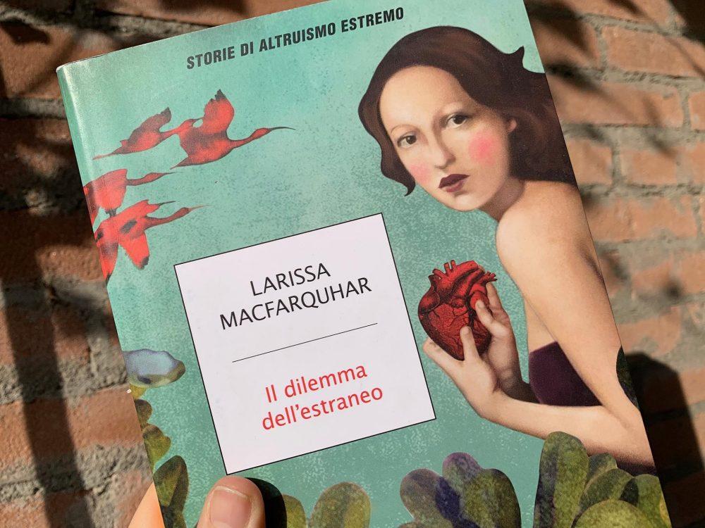 """Il dilemma dell'estraneo"" di Larissa Macfarquhar"